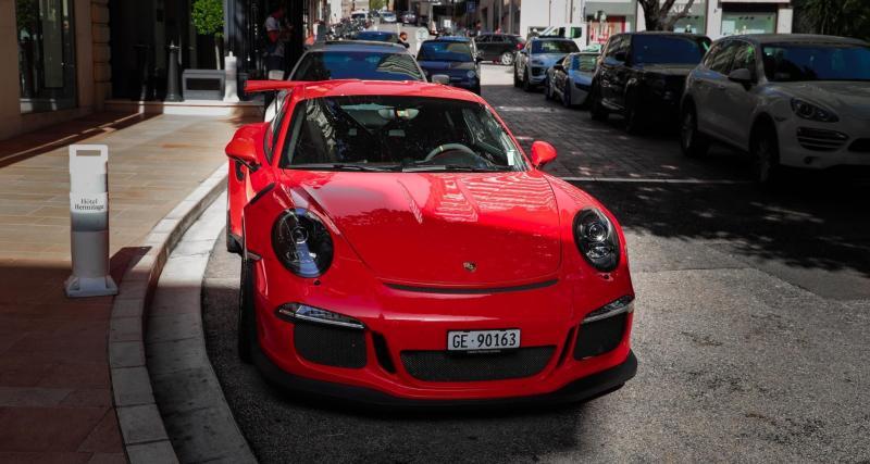 Fous du volant : un chauffard étranger flashé à 225 km/h au volant de sa Porsche 911 Carrera S