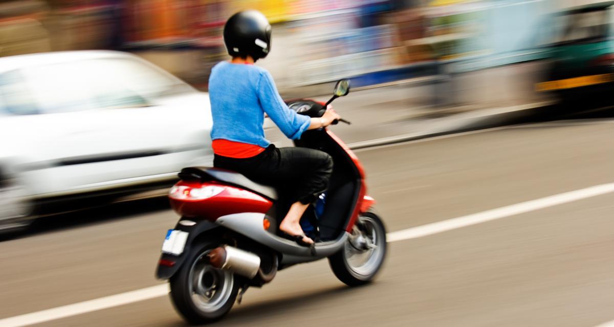 Fous du guidon : un adolescent arrêté sur l'autoroute sur un 50cc