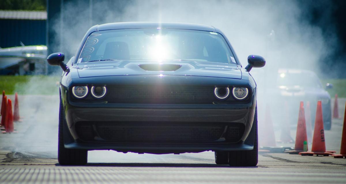 Flashé à 271 km/h en Dodge Challenger SRT : un de ses pneus explose en route !