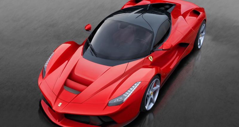 À fond de compteur : la Ferrari LaFerrari à 372 km/h sur l'autoroute !