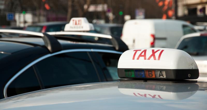 Coronavirus : hommage aux soignants par un concert de klaxons des taxis
