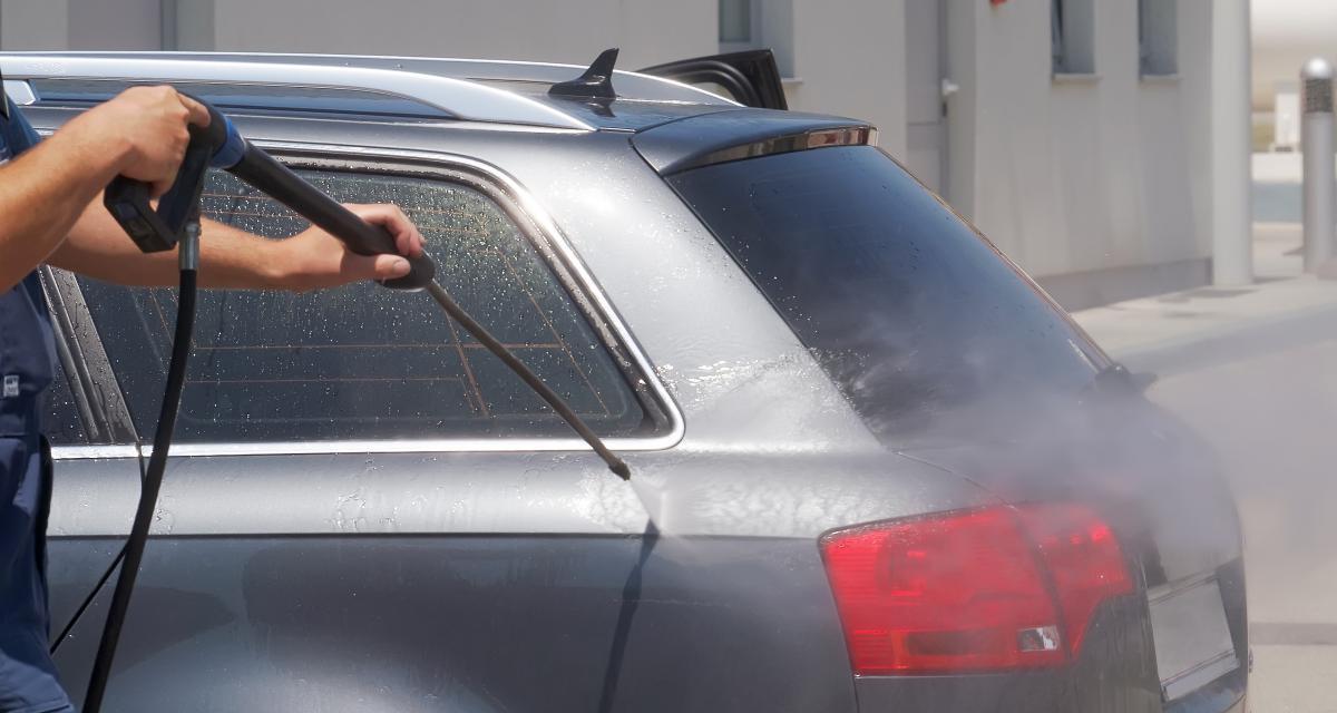 Il lave sa voiture et prend une prune de 135€ !