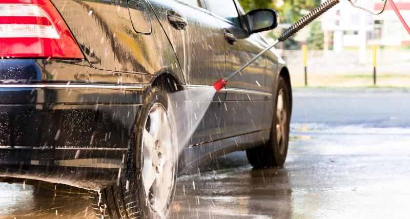 Peut-on laver sa voiture pendant le confinement ?