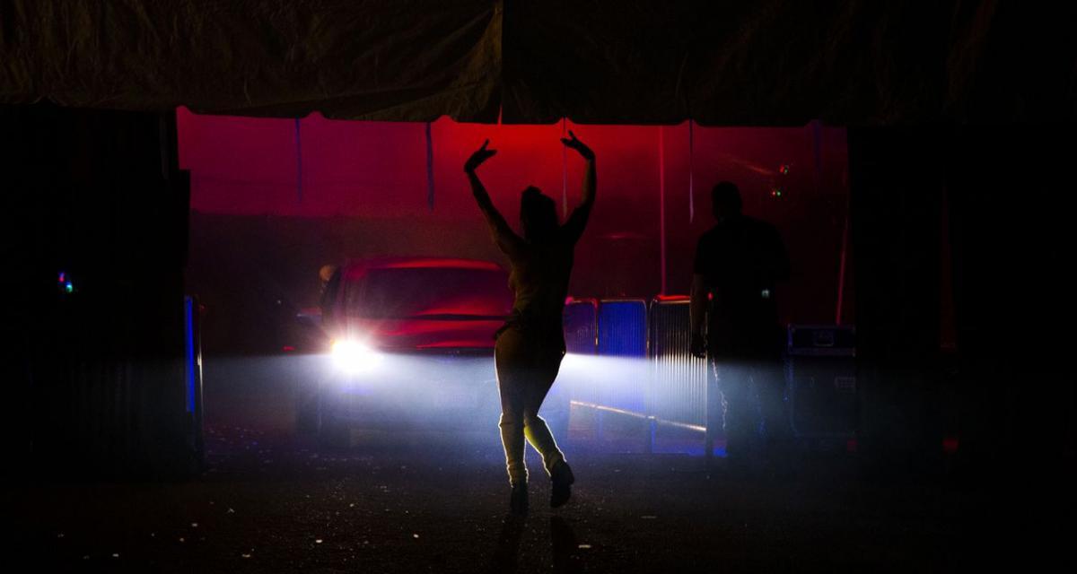 Confinement : un club de strip-tease propose ses services… en drive !