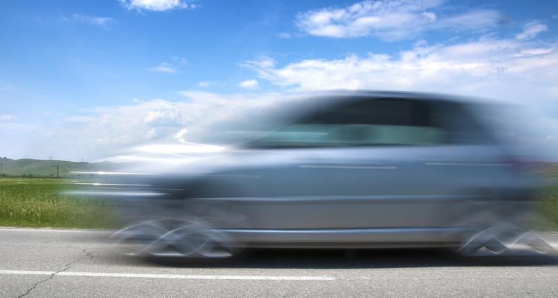 Un conducteur de 70 ans en Dacia Duster roule 4 kilomètres à contresens sur une voie expresse !