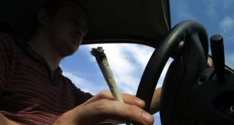 Dépisté positif au cannabis, il roule sans permis de conduire ni assurance