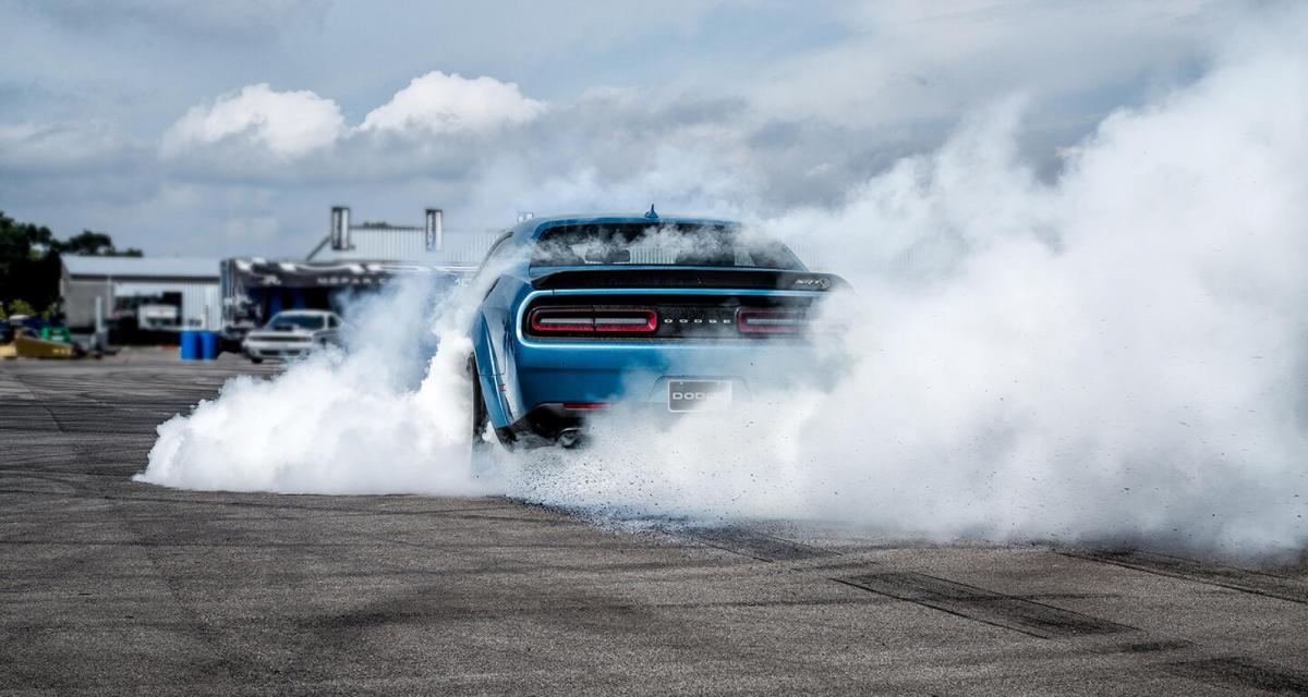 À fond de compteur : en Dodge Challenger SRT Hellcat Redeye à 242 km/h (vidéo)