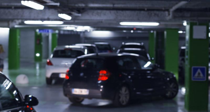 Il chiffonne sa Passat dans un parking : la vidéo de cette étonnante partie de billard !