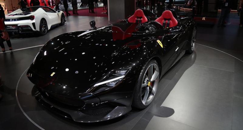 Ibra conduit sa Ferrari Monza SP2 de 810 chevaux sans assurance !