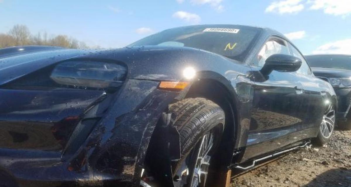 Un conducteur détruit sa Porsche Taycan après 25 kilomètres et tente de la vendre