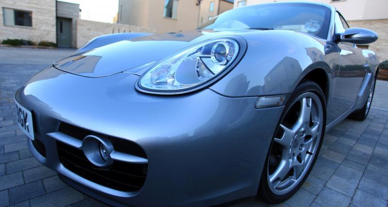 Au volant de sa Porsche à 231 km/h sur une route en travaux !