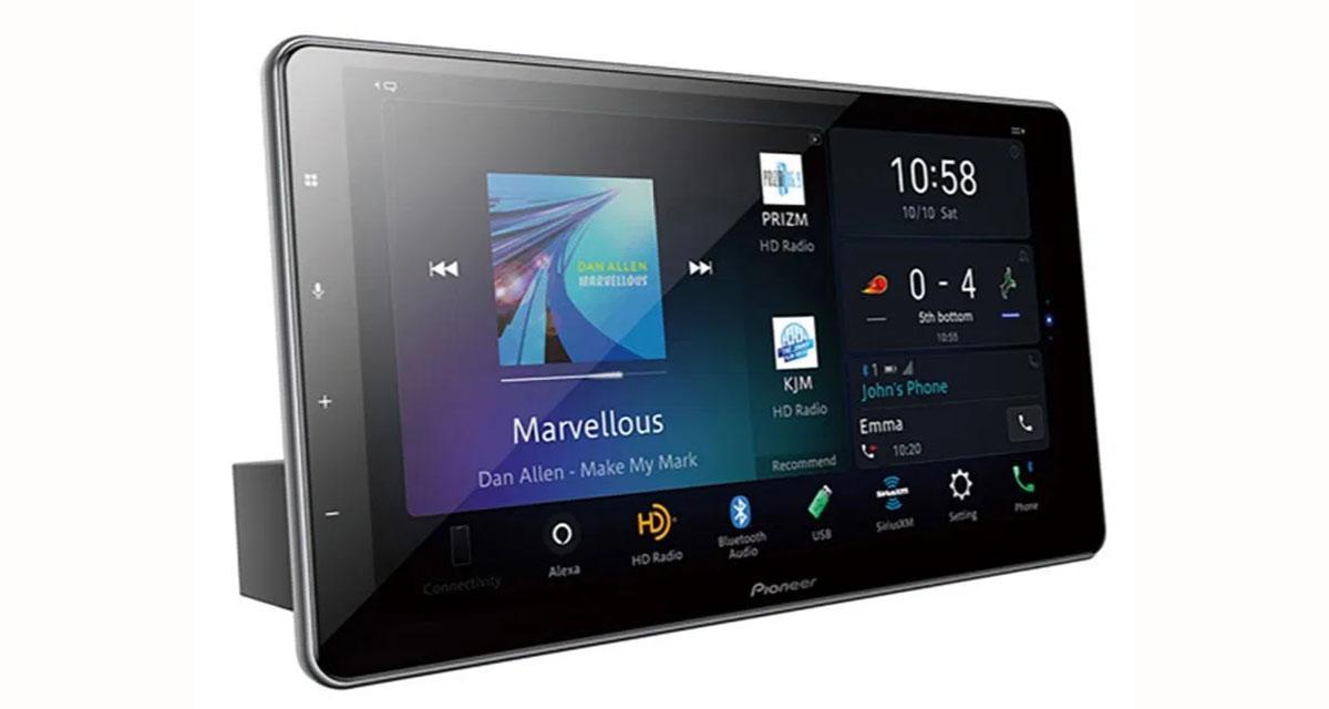 Un autoradio multimédia avec commande vocale Alexa et écran 10 pouces chez Pioneer