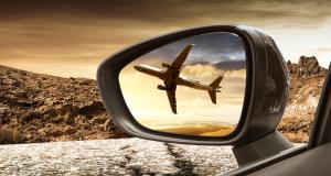 Insolite : un avion atterrit d'urgence sur une autoroute (vidéo)