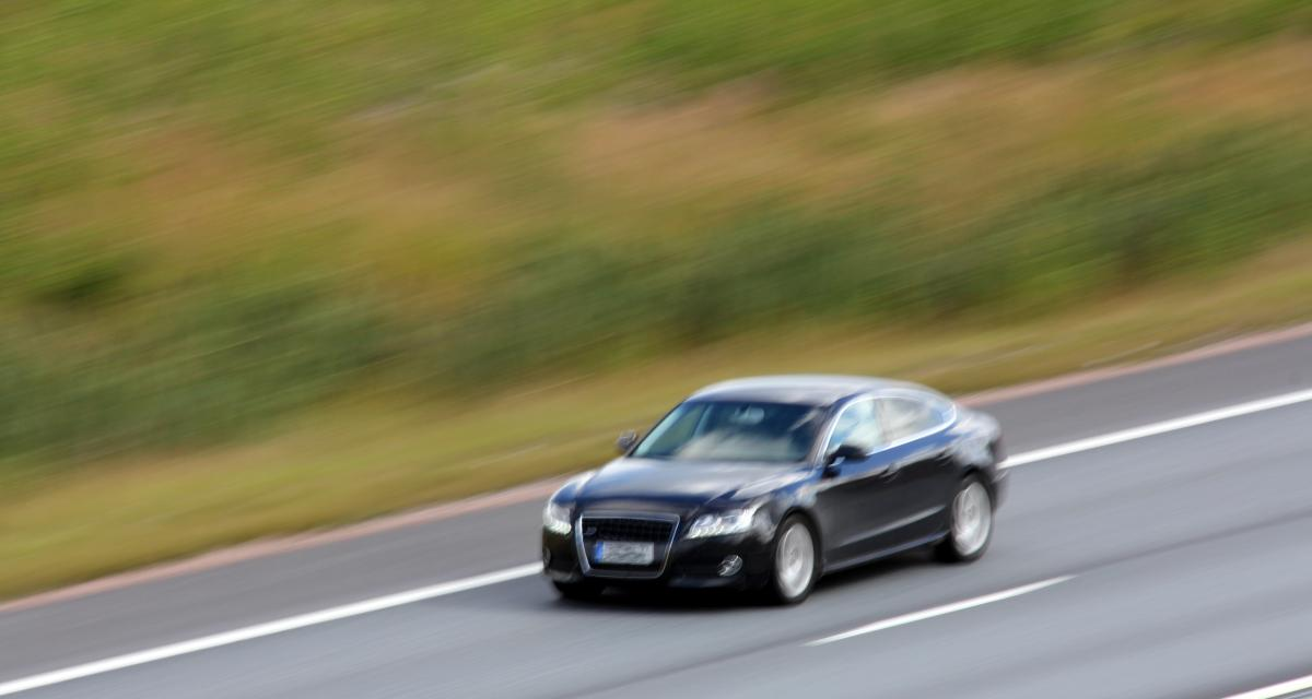 Contrôlé à 131 km/h au lieu de 80, son permis de conduire est suspendu