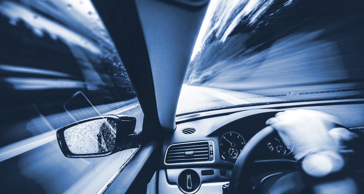 Course poursuite - 5 mineurs roulent à 160 km/h sur l'autoroute pour semer la police