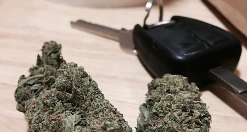 Ivre et sous l'emprise de la drogue, un automobiliste transporte 1 kg de cannabis