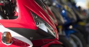 Un motard perd son permis après une pointe à 147 km/h sur une départementale