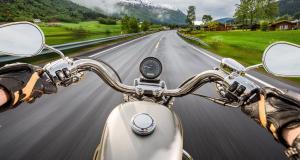 Une femme flashée à moto à 241 km/h au guidon de sa BMW S 1000 RR