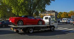 À 104 km/h en ville au lieu de 50, le chauffard perd son permis et sa voiture