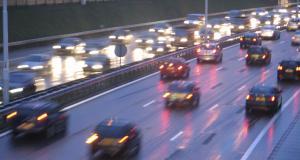 Fous du volant : il se filme à plus de 300 km/h sur l'autoroute avec une BMW 135I de 750 chevaux