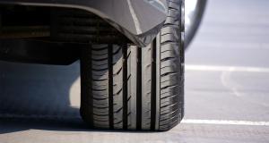 Entretien de ma voiture - pneus sous-gonflés ou sur-gonflés : quels risques sur la route ?