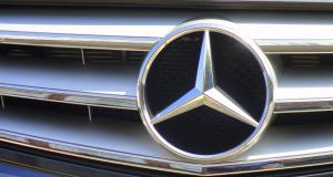 À fond de compteur : il tape la Vmax en Mercedes-Benz CL 600 Brabus !