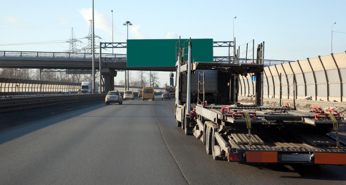 Un camion porte-voiture perd… une voiture sur un pont : trafic perturbé mais pas de blessés
