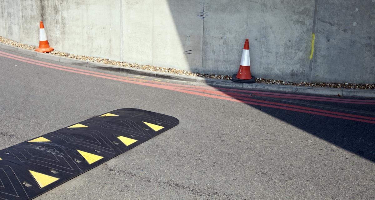 Près de 150.000 ralentisseurs illégaux en France : le cri d'alarme des anti-autophobes