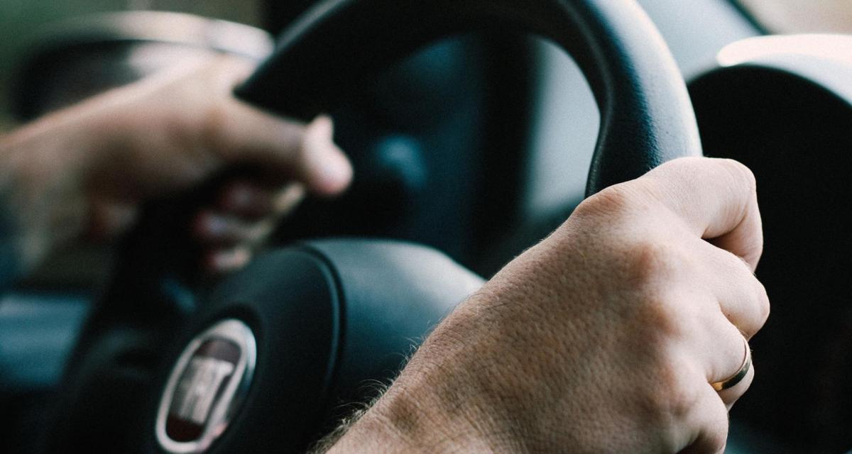 Fous du volant : ivre, sans permis ni assurance, il tente d'échapper à la police