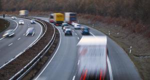Fous du volant : il dit au revoir à sa voiture après une pointe à 200 km/h