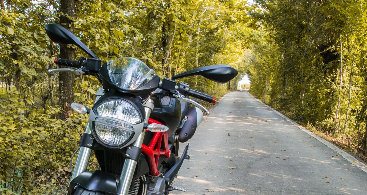Stoppé à 127 km/h au lieu de 80, le motard utilisait un dispositif pour masquer sa plaque d'immatriculation