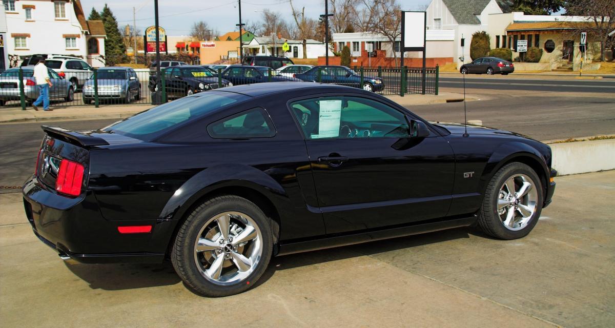 Course-poursuite en Ford Mustang à plus de 160 km/h avec la police !