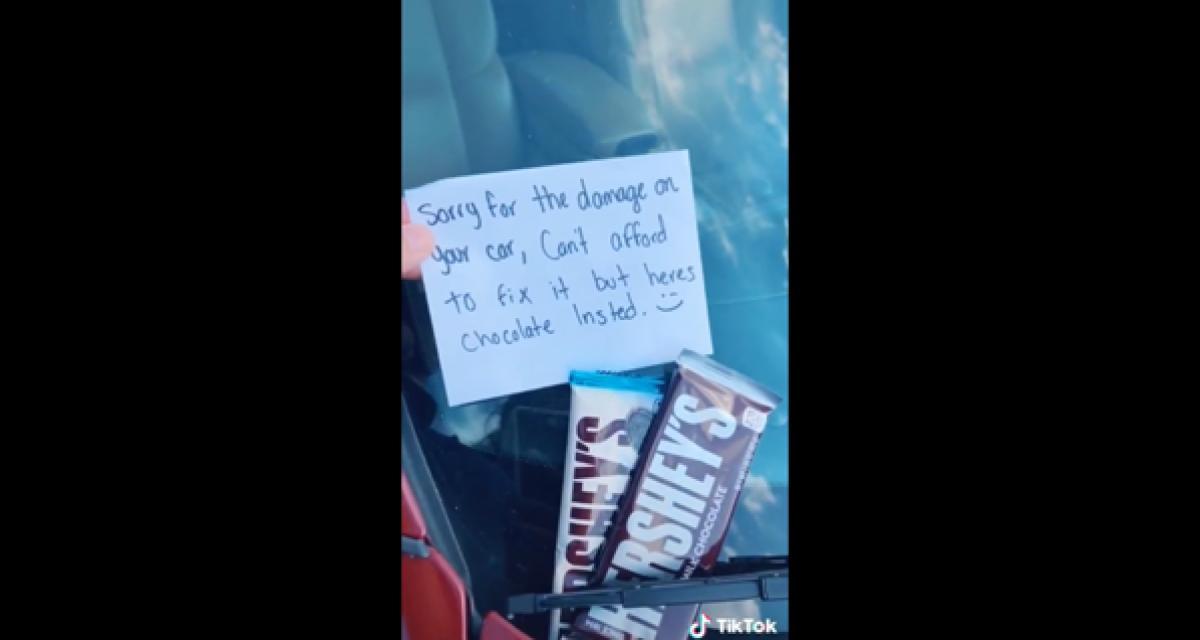 L'automobiliste percute une voiture et fuit en laissant du chocolat sur le pare-brise (vidéo)
