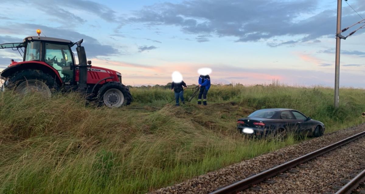 Délit de fuite : un conducteur abandonne sa voiture sur une voie ferroviaire