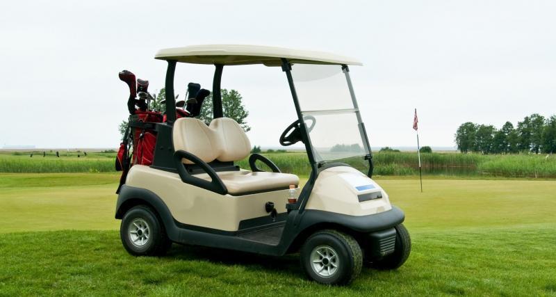 Bourrés en voiturette de golf : deux footballeurs suspendus !