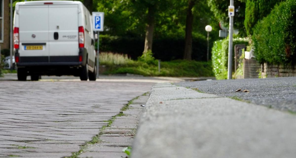 À 152 km/h en fourgonnette sur une départementale, le chauffard y laisse son permis