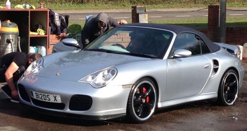 Porsche 911 : Jimmy Floyd Hasselbaink (41.401 euros)