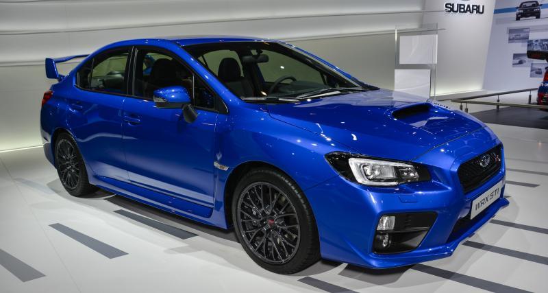 À fond de compteur : une Subaru Impreza WRX STI poussée à 260 km/h sur l'autoroute