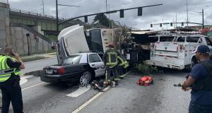 Un poids lourd s'écrase sur une voiture de police : la vidéo choc