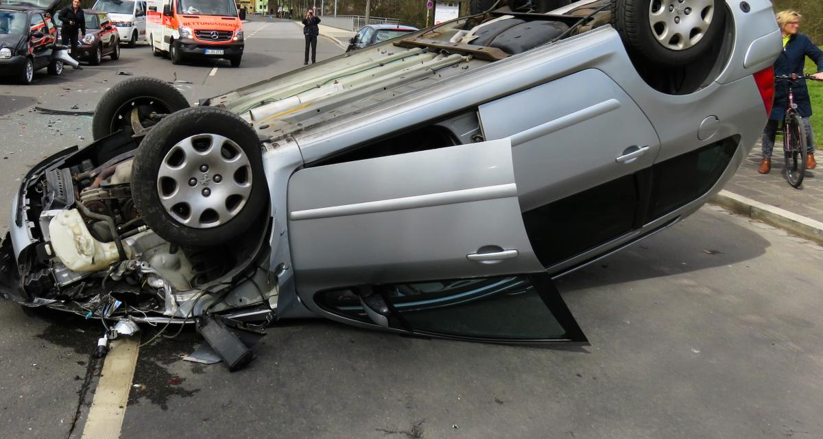 Fous du volant : ivre, il tente d'échapper aux gendarmes et finit sur le toit