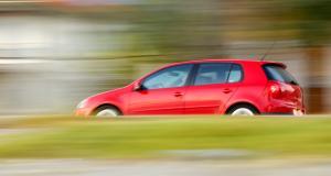 À 156 et 134 km/h sur une départementale, ils perdent leur permis de conduire