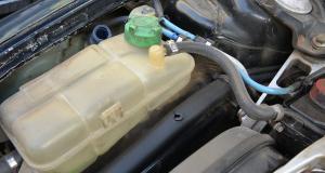 Entretien de ma voiture : mélanger les liquides de refroidissement, quels risques ?