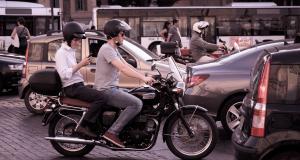 Fous du guidon : ils tentent de s'enfuir à 3 sur un scooter, la BAC ne les loupe pas