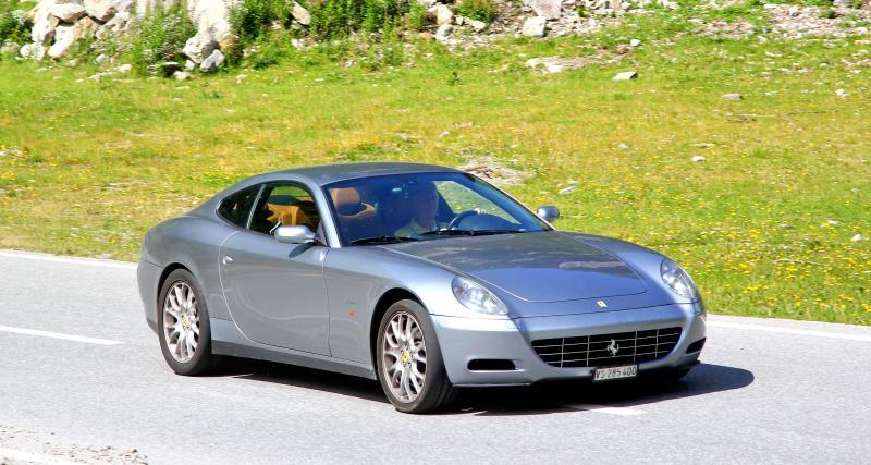 La police le stoppe après une pointe à 214 km/h en Ferrari, 3 mois de suspension de permis à la clé ?