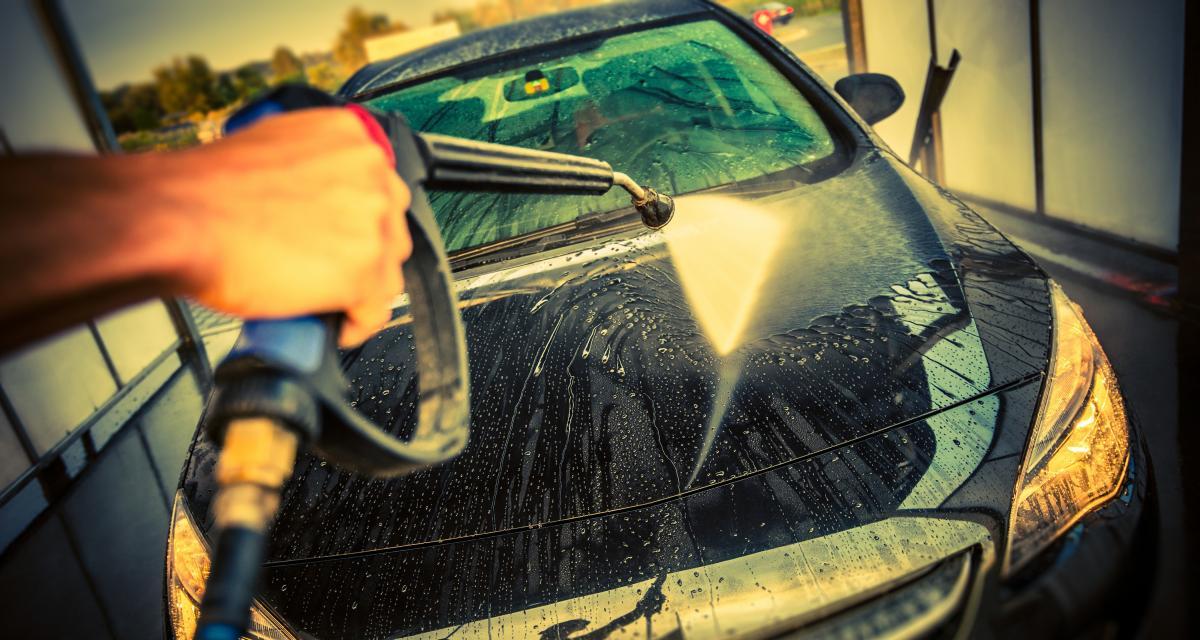 À 130 km/h sur une départementale, il voulait sécher son véhicule récemment lavé