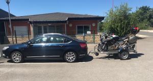 Flashé à 161 km/h alors qu'il tracte une remorque porte-moto avec sa Citröen C5, il file au tribunal