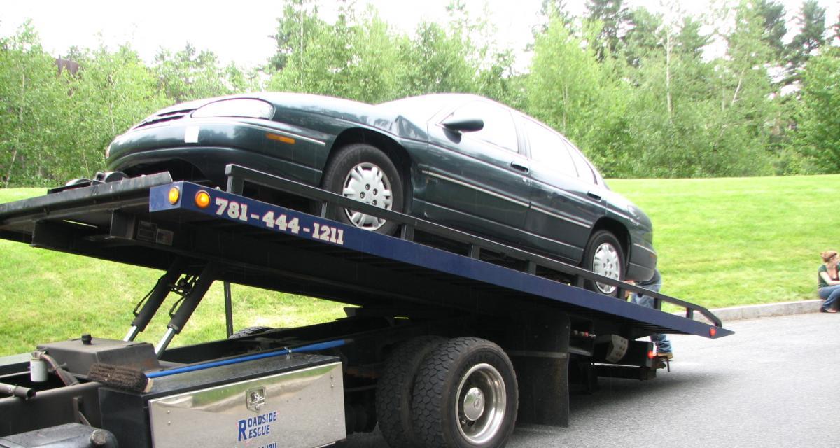 Flashé à 166 km/h, sa voiture repart sur un plateau direction la fourrière