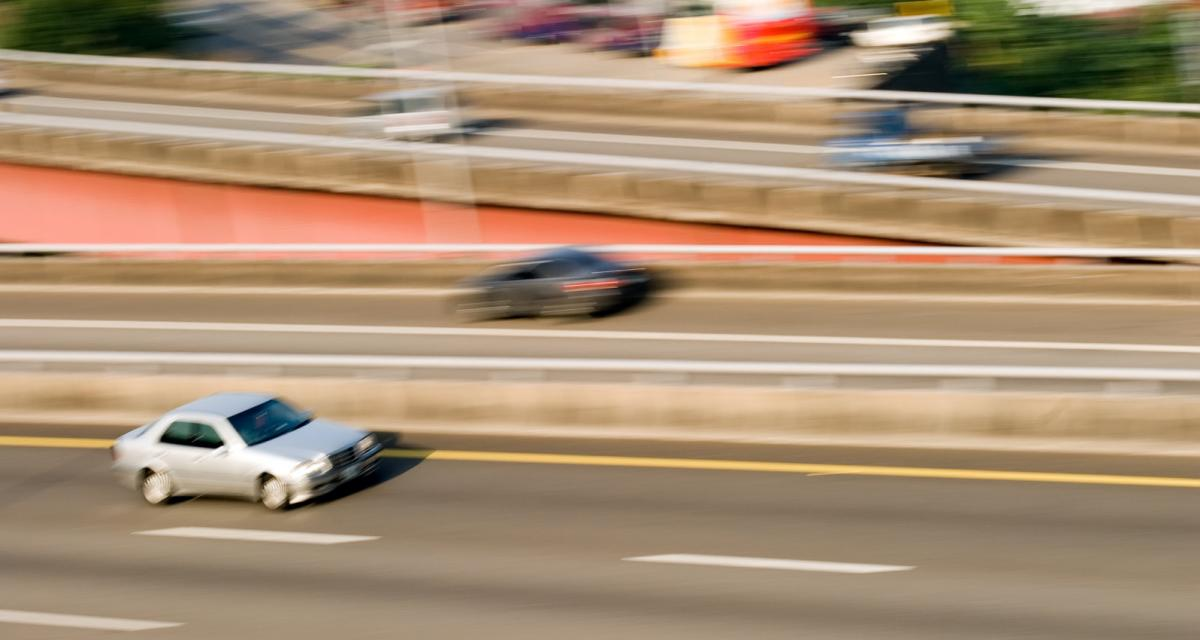 Intercepté à 170 km/h sur l'autoroute, son permis de conduire manquait à l'appel