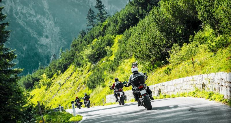 Flashés à 200 km/h, les deux motards finissent leur trajet à pied