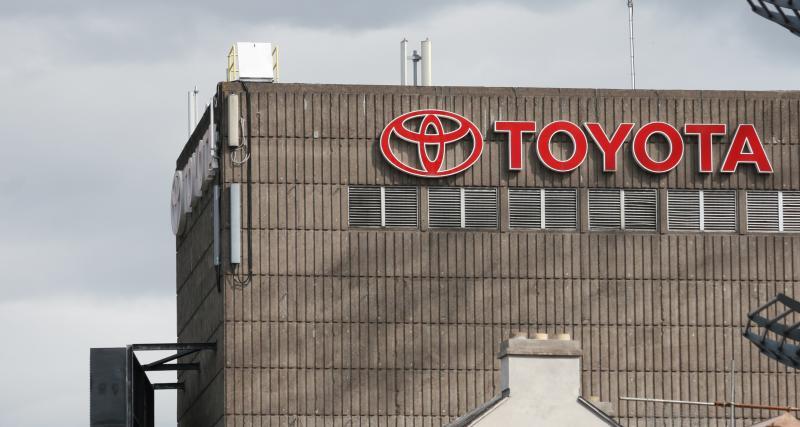 Le Toyota RAV4 en limousine : l'improbable transformation (vidéo)